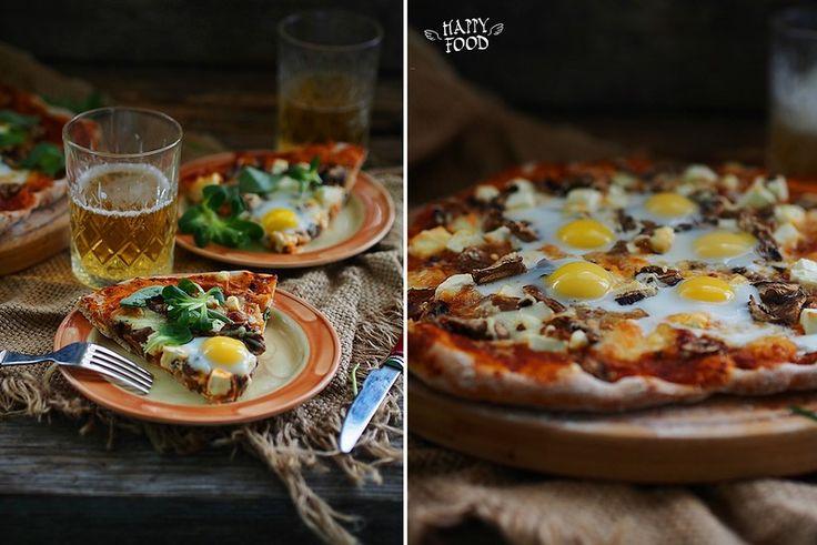 Пицца с томатным соусом, грибами и перепелиными яйцами - HAPPYFOOD