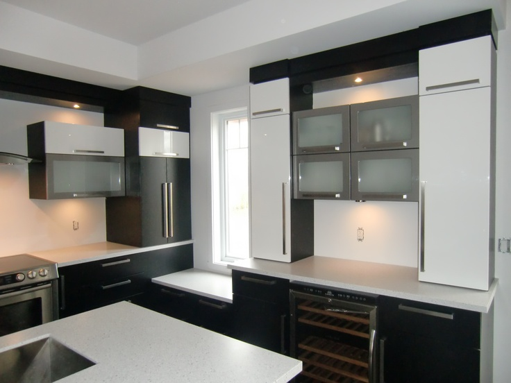 armoire de cuisine style moderne en thermoplastique couleur noir blanc et stainless