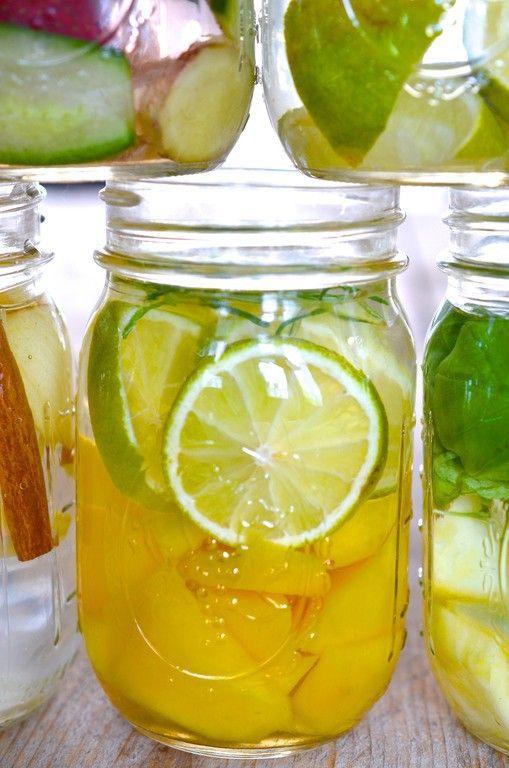 Heerlijk fruitwater! Wat te denken van Mango Lime: ½ mango en een limoen?
