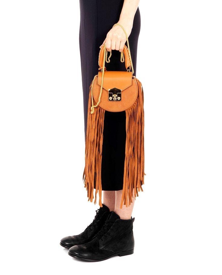SALAR SHOULDER BAG WITH FRINGES ''MIMI'' SS 2016 Shoulder bag with fringes ''mimi'' front closure with clip and padlock  shoulder chain not detachable  suede internal  fringes length 52 cm  100% Calfskin  14x16x5 cm  Made in Italy