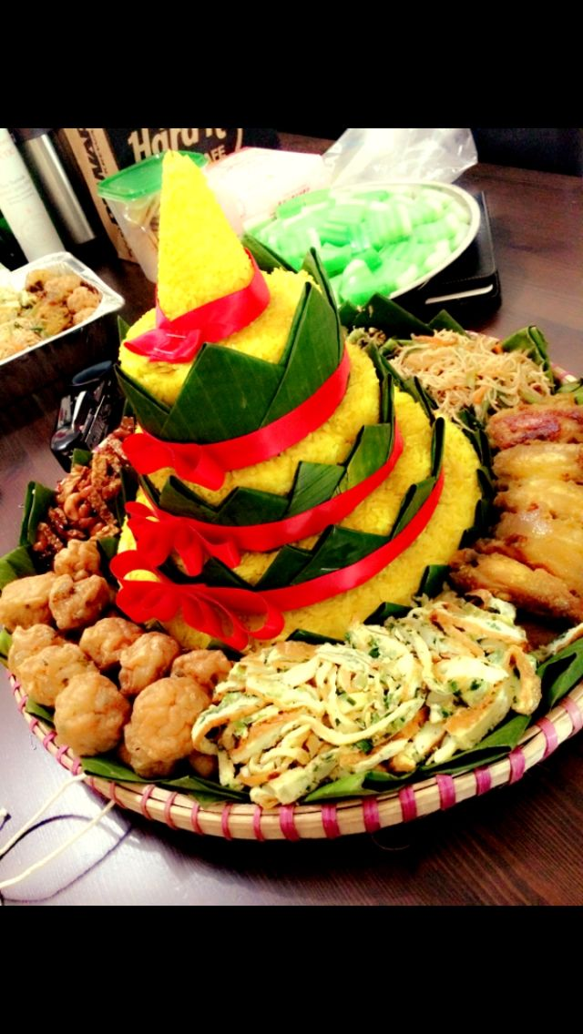 "Tumpeng yellow rice ""4 a birthday"" party"