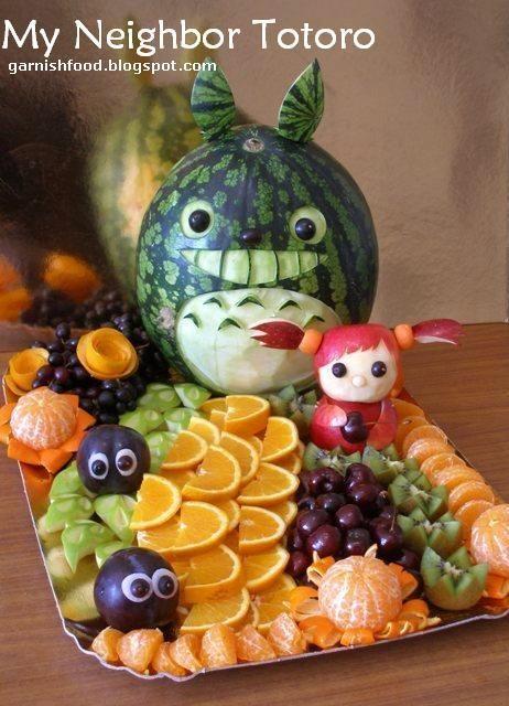 Art culinaire. Plateau de fruit thème Totoro. Fruit carving