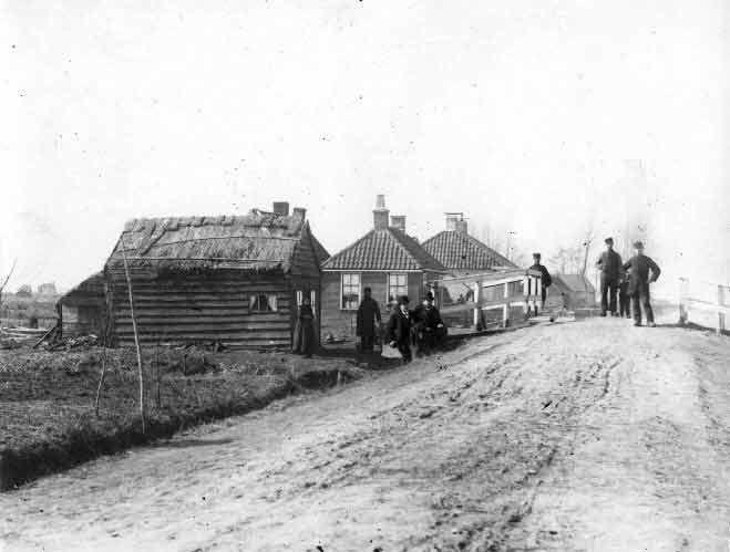 Onverharde weg met brug,ca 1905 in Nederland  Dirt road with bridge, ca 1905 in the Netherlands