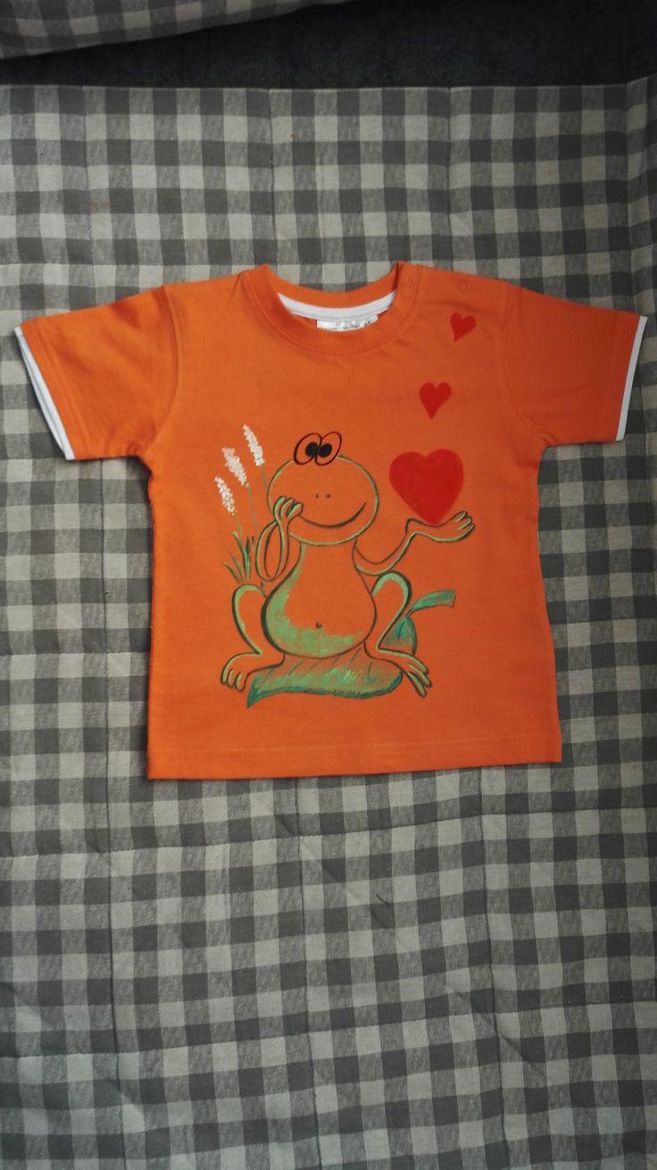 Malováné+dětské+tričko+žába+Originální+ručně+malované+tričko+velikosti+86.+Materiál:+100+%+bavlna,+oranžové+barvy.+Lze+prát+po+rubu+na+40stupňů+na+šetrný+program+-+obrácené+obrázkem+dovnitř.+Žehlit+na+bavlnu,+motiv+přes+plátno+nebo+po+rubu.+Barvy+jsou+do+trička+tepelně+zafixovány+žehlením.