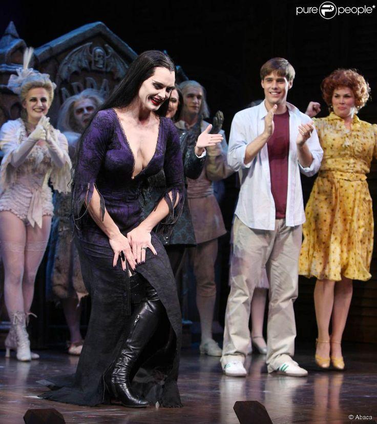 Brooke Shields joue, à Broadway, dans la comédie musicale La Famille Addams. 7…