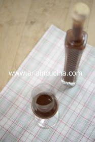 Blog di cucina di Aria: Liquore al cioccolato fondente