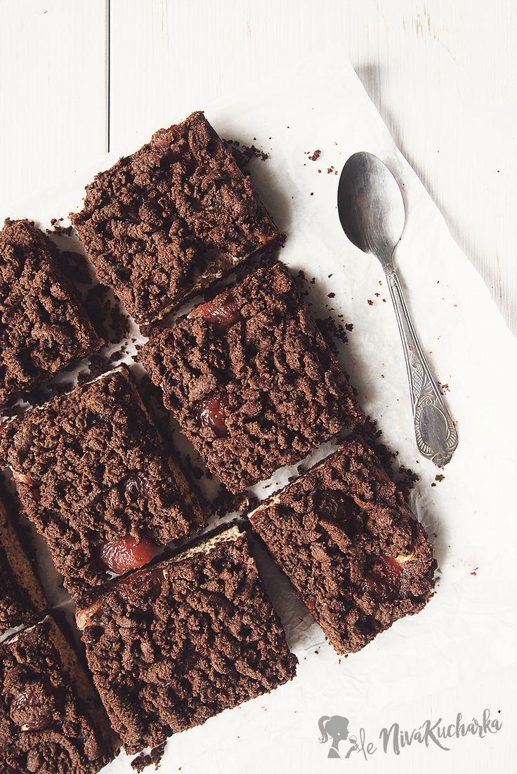 Struhany tvarohovy kolac - Ak si chcete vychutnať spomienku z detstva, upečte si tento strúhaný tvarohový koláč. Spája sa v ňom jemná chuť tvarohu a strúhaného kakaového cesta, vylepšená o čerstvé či zavárané ovocie. Najlepšie chutí s višňami, čerešňami alebo marhuľami, pričom za každým je iný a jedinečný.