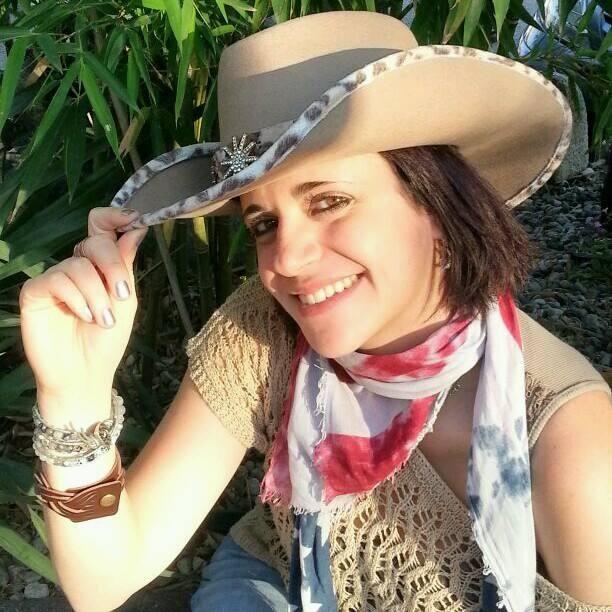 Lei è Valeria e ci condurrà alla scoperta del mondo western! #countrydance ! da febbraio. info@spazioaries.it