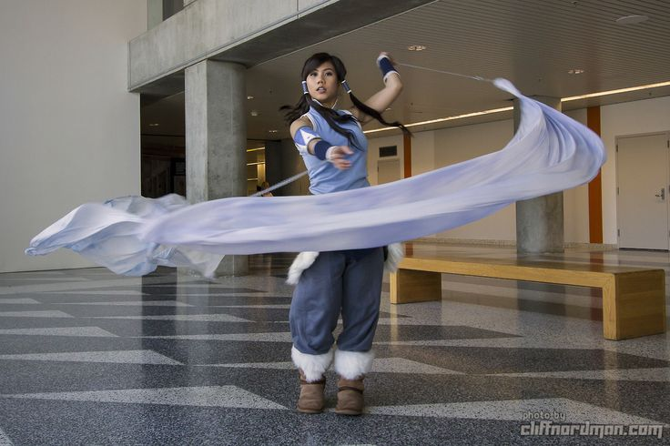 Seriously awesome Legend of Korra cosplay! It is so awesome how they made a sheet to look like the cosplayer was actually water bending!!!! That, my friends, is bloody BRILLIANT!!!!!!