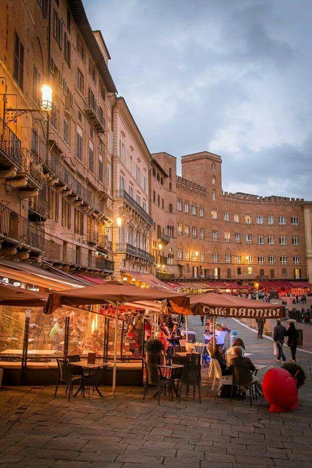 Piazza di Campos, Siena