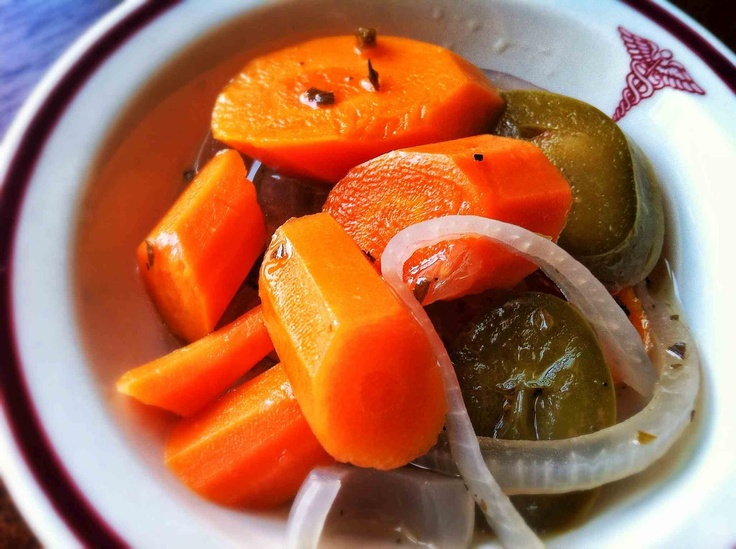 I can't get enough of these Mexican pickled carrots (zanahorias en escabeche). I might throw in some cauliflower too!