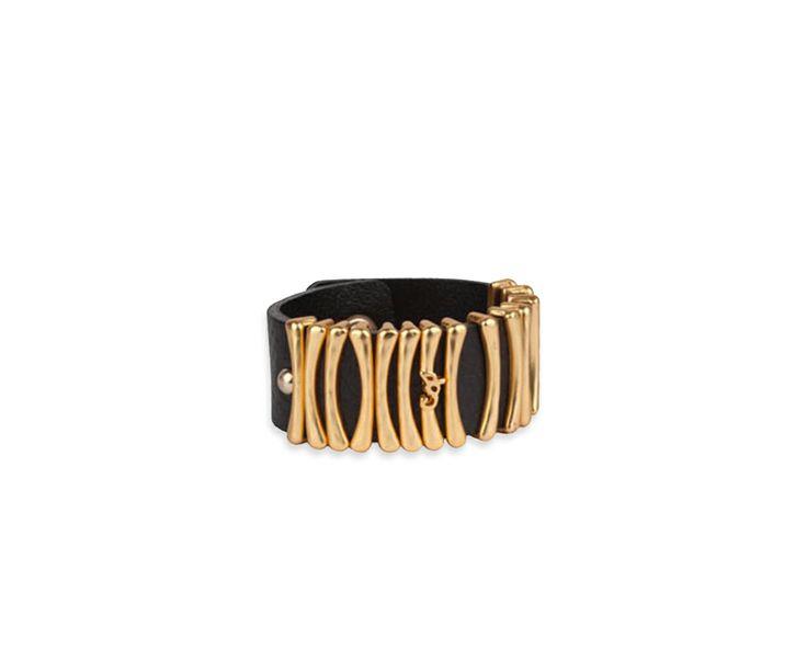 Bracelet PARTHENAY en cuir et clous en métal doré. Ornements esprits osselets et griffes Cop. Copine en métal doré. Uniquement disponible en boutique.