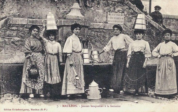 Mauléon Pays Basque 1900 - Jeunes Basquaises à la Fontaine