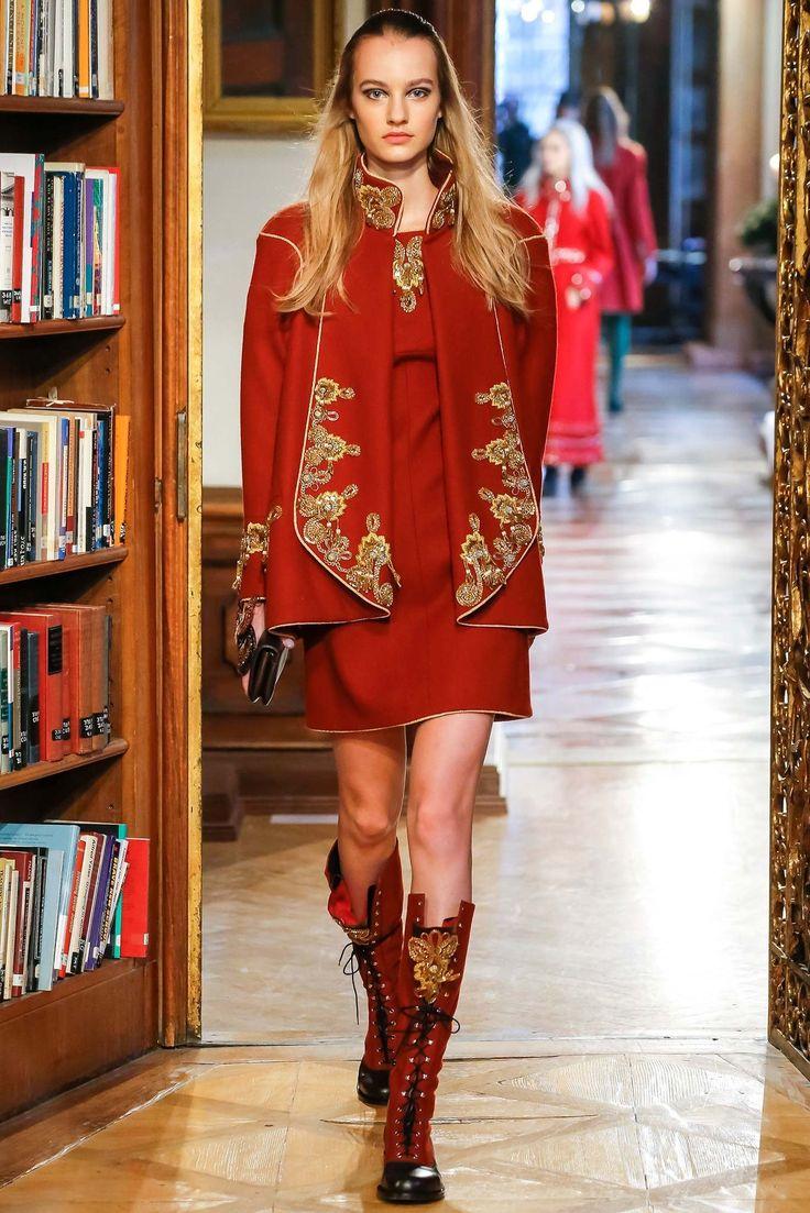Chanel Pre-Fall 2015 Fashion Show - Maartje Verhoef