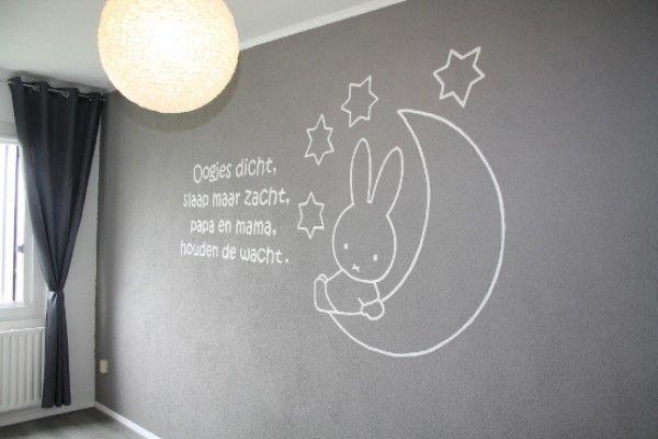 Sipi-Design muurschildering: 'Nijntje op maan met sterren en muurtekst'