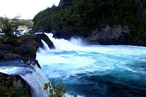 Saltos del Petrohue - En Parque Nacional Vicente Pérez Rosales - Chile