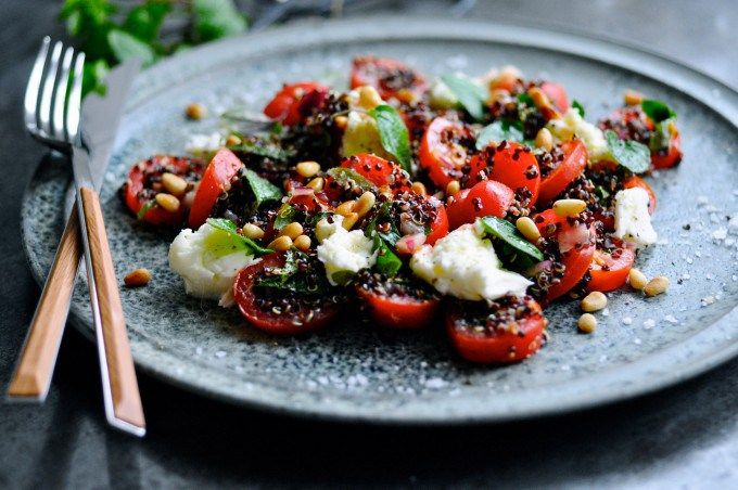 Tomatsalat med mozzarella og quinoa