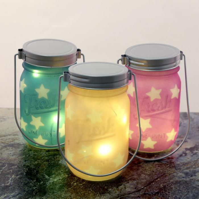 Dekorativní sklenice s víčkem, s hvězdičkami a s LED osvětlením. Krásný doplněk do #interiéru i na #zahradu. #dekorace #LED #osvětlení #LEDlight #homedecor #giftware