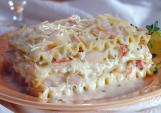 SEAFOOD LASAGNA RECIPE: Take a look at this recipe for making a delicious Seafood Lasagna.  This is absolutely great and a must try.
