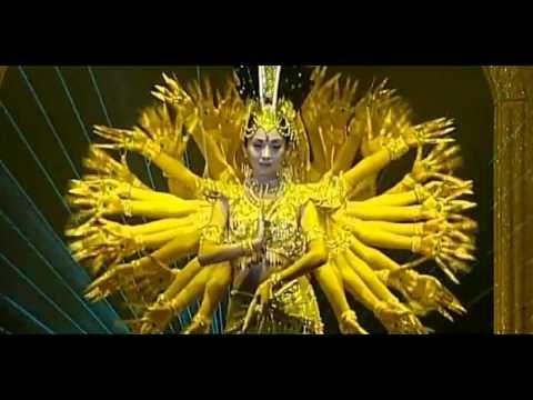 Pocos espectáculos artísticos en China son tan espectaculares como la ''Danza Bodisattva de las 1.000 manos'' donde 21 bailarinas, todas ellas sordomudas, puestas en fila bailan tan coordinadas que hacen creer a los asistentes que sólo hay una. El vídeo es precioso