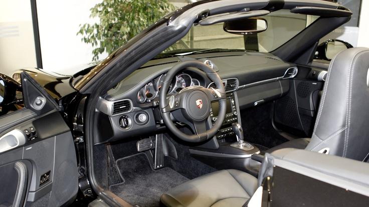 Precio de esta impecable y exclusiva unidad de Porsche 911 Carrera 4 GTS con 0 kilómetros: 121.900 euros.