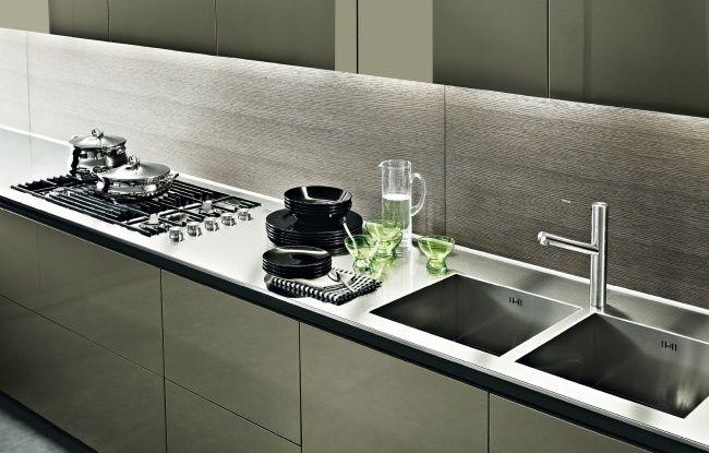 moderne küche  poliform holz küchenrückwand unterbauleuchten