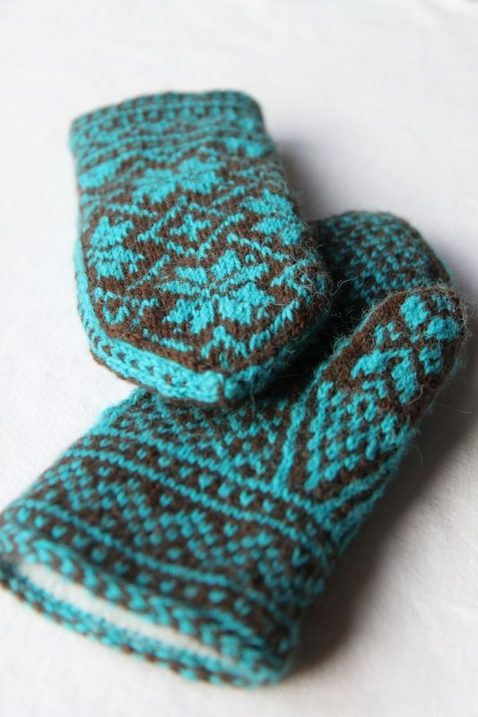 This may be my favorite mitten of all time. After I finished all my Christmas gifts for my family, I felt I had the time to knit one last pair of mittens for another friend. She loves the lined mi…