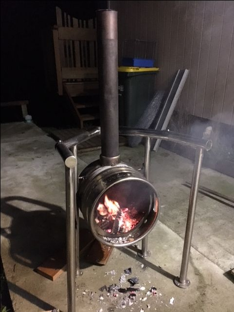 wood burner from beer keg becomes a bbq when swivelled up...