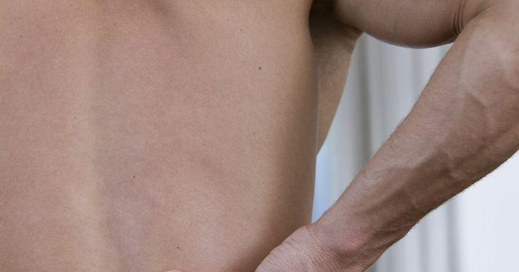 Refluxo ácido & dor na parte superior das costas. O refluxo ácido é uma condição médica que pode ser problemática por várias razões. Ele pode ser doloroso, causar estresse e danos ao sistema digestivo intestinal se não for tratado. O refluxo ácido é tratável e quanto mais cedo um plano de tratamento for iniciado para isso, mais rapidamente o estômago e órgãos associados poderão se curar. O ...