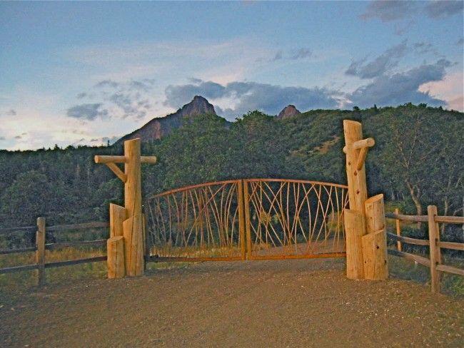 Rustic entrance gates fences gate builder gallery for Rustic home albuquerque