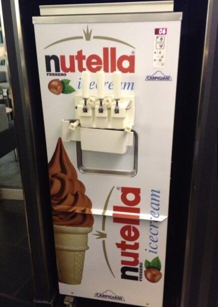 Le kif ultime! La machine de glace italienne au NUTELLA !!! http://www.15heures.com/photos/kif-ultime-machine-glace-italienne-au-nutella-821.html #WIN