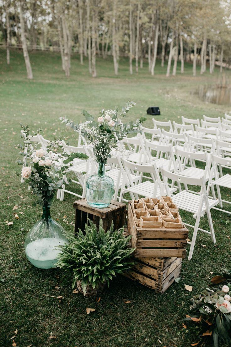 My Perfect Wedding, Dream Wedding, Wedding Crates, Country Wedding Inspiration, Altar, Crate Furniture, Wedding Decorations, Table Decorations, Diy Wall Decor