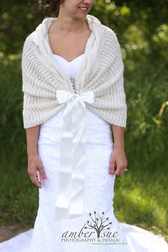 Knitting Patterns For Bridal Shawls : Best 25+ Wedding shawl ideas on Pinterest Winter wedding shawl, Winter brid...