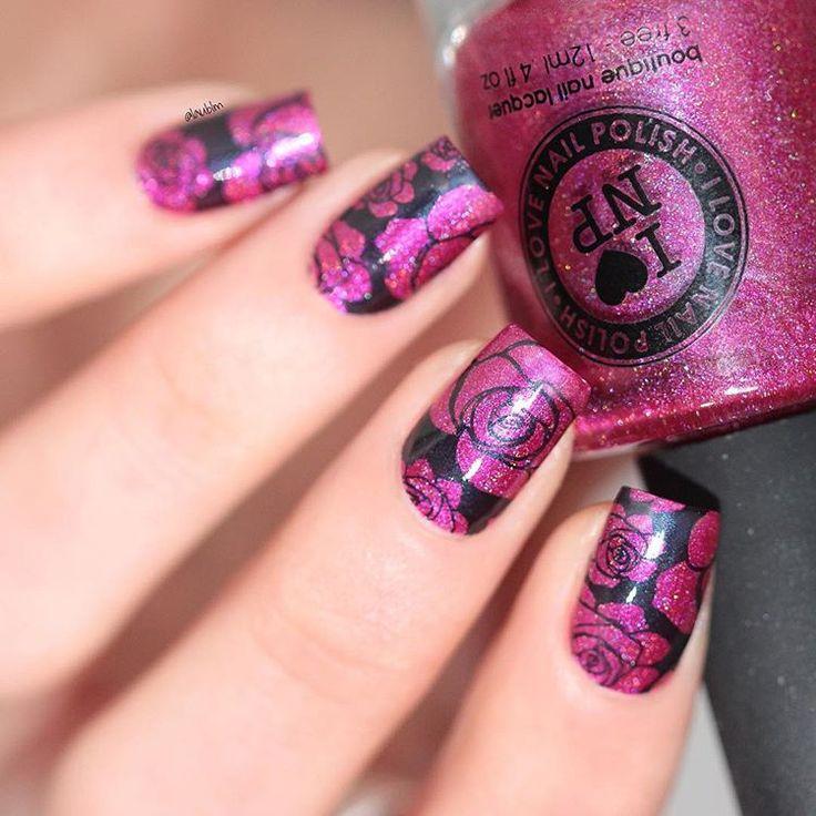 "Solo shot of my @lylynails recreation for her birthday, hope you're having a wonderful day ❤️❤️ This beautiful pink holo is Ilnp ""Bikini Bottoms"" @ilnpbrand  Foto individual de mi recreación de @lylynails por su cumpleaños, espero que estés pasando un día maravilloso amor ❤️ Este precioso rosa holográfico es el Ilnp ""Bikini Bottoms"" #happybirthdaylylynails #ilnp #nail #nails #uñas #manicura #esmalte #polish #nailpolish #pinkholo #holo #holopolish #holographic #stamping #stampingplate #..."
