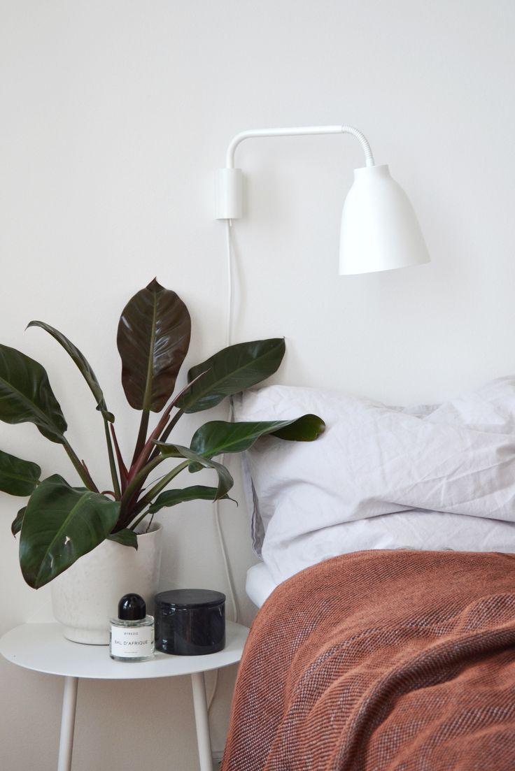 Ripple throw Jeg har tilføjet lidt farve til mit soveværelse, med et nyt tæppe fra Muuto i en rustrød farve. Det bløde bomuldstæppe, Ripple, er vævet med en unik teknik fra modebranchen. Fra afstand ser tæppet ensartet ud, men kommer du lidt tættere på ser man et fint mønster i flere farver, der ændrer sig alt efter hvordan det ligger. Ripple-tæppet er designet af en af de mest talentfulde danske designere når det kommer til farver, Margrethe Odgaard. I've added a bit of colour to my…