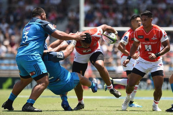 Uwe Helu Photos Photos - Uwe Helu of the Sunwolves is tackled during the Super Rugby match between the Sunwolves and the Blues at Prince Chichibu Stadium on July 15, 2017 in Tokyo, Japan. - Super Rugby Rd 17 - Sunwolves v Blues