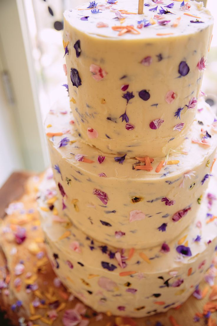 Edible Petal Cake Buttercream Gorgeous Gold Navy Wow Factor Wedding http://hayleybaxterphotography.com/