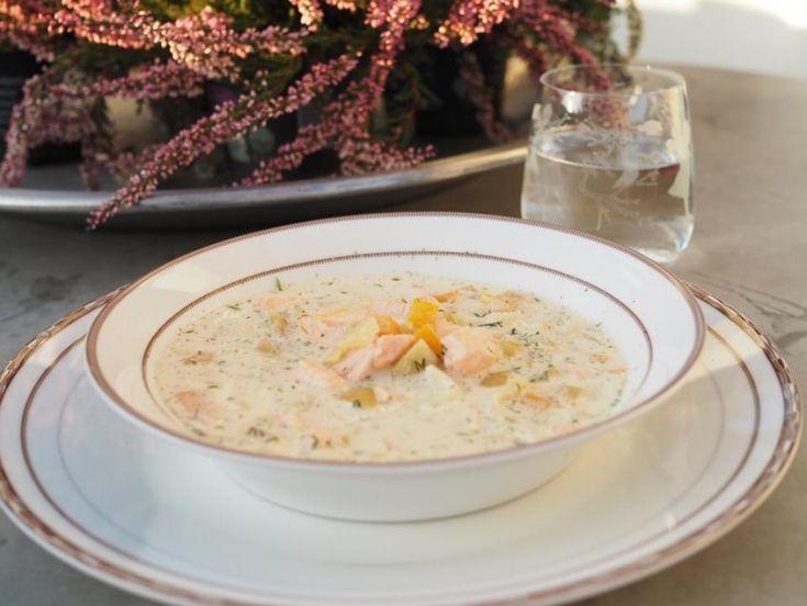 Fiskesuppe med laks, poteter og purre
