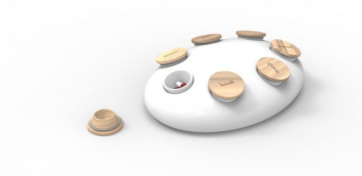 développement d'un pilulier en bois et céramique pour relier la prise de médicaments au repas et créer un objet plus proche des arts de la table qu'au milieu médical