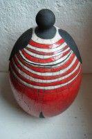 boite céramique femme rouge rayé blanc