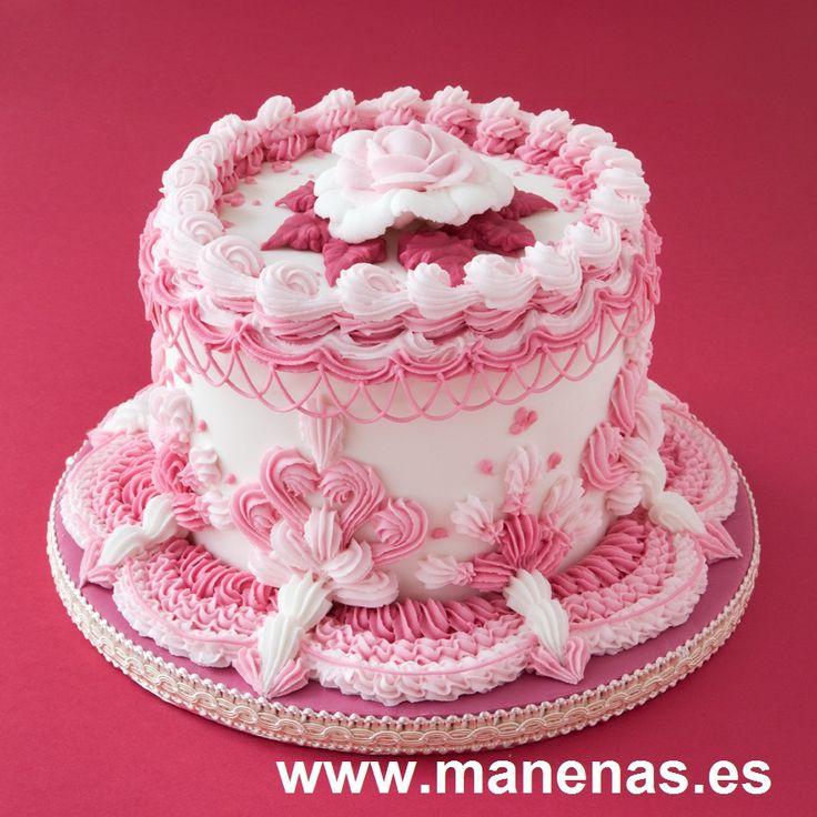Tarta hecha con manga pastelera. La decoración en este caso es de glasé real. Pertenece a nuestro libro DECORA CON GLASÉ REAL. Royal icing cake. Hecha por Manenas.