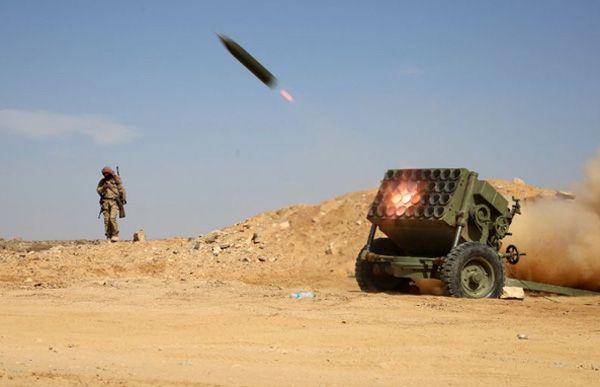 "Arab Saudi berhasil mencegat rudal balistik yang diluncurkan dari Yaman  ARAB SAUDI (Arrahmah.com) - Arab Saudi berhasil mencegat rudal balistik yang ditembakkan pemberontak Yaman ke arah selatan kota Abha pada Senin (4/7/2016) pagi ungkap koalisi pimpinan Riyadh yang memerangi pemberontak sebagaimana dilansir WB.  ""[Rudal] ini dicegat tanpa [menimbulkan korban] cedera"" kata koalisi itu dalam sebuah pernyataan menambahkan bahwa peluncur rudal dihancurkan oleh pertahanan udara Saudi.  Rudal…"