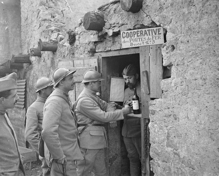 Mars 1918: le début des offensives Ludendorff. Heminville, Meurthe-et-Moselle, la coopérative du 16e régiment d'infanterie.