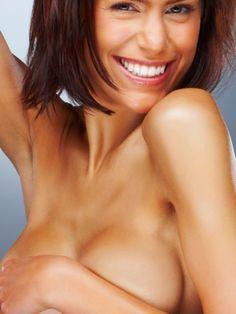 Die Brust besteht aus Fett- und Bindegewebe. Damit sie auch mit dem Alter schön straff bleibt, gibt es einige Tipps und Tricks, die man leicht befolgen kann.
