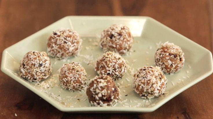 Got a craving for cookie dough? These superfood cookie dough bites are perfect because they taste amazing and they're made with all healthy ingredients: