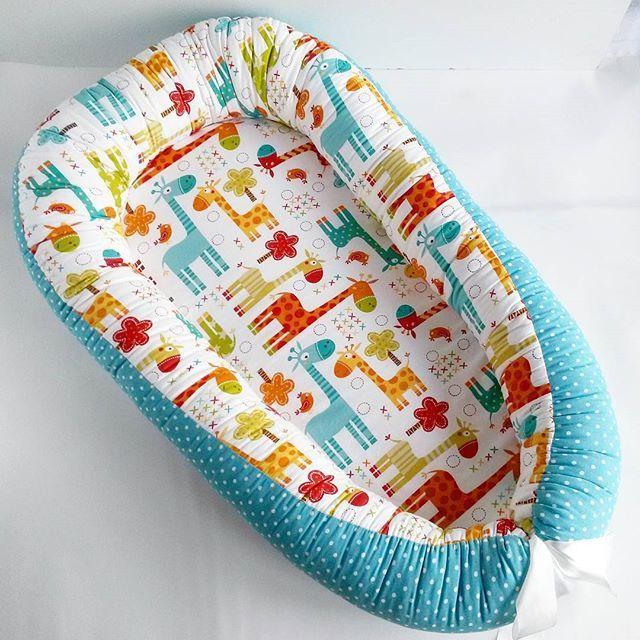 Ииии, та-дааам Всеми любимые жирафики   Меня особенно радует, когда заботливые родственники или друзья делают такие подарки, на рождение младенцев, своим близким  Может и Вы не знаете что подарить молодой маме с младенцем тогда, милости просим, Viber,WatsApp +79276116688  Размер внутри кокона 30х65/2500, 30х75/3000 Доставка куда пожелаете  . . . #бортикивкроватку #лоскутноеодеяло #babynest #инстамама #одеялконавыписку #кокон #подарокоткрестной #кокондляноворожденныхтольятт...