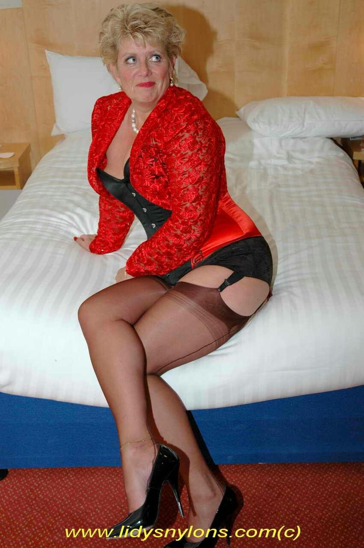 Full Mature Pantyhose