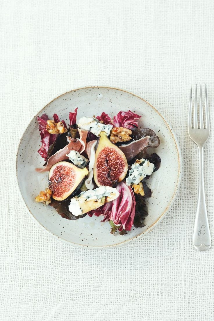 autumn salad with figs blue cheese  prosciutto