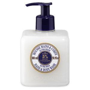 Cette Crème Mousse Mains et Corps au karité est idéale pour les peaux sèches et très sèches. Elle permet un lavage fréquent des mains et du corps. La