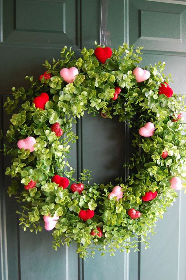 20 Sweet And Simple Valentine's Day Wreaths   #simple #sweet #valentine #wreat…